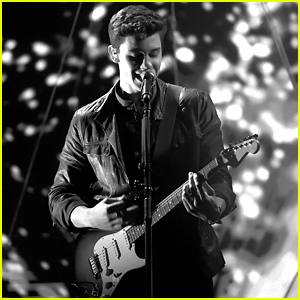 VIDEO: Shawn Mendes Wows With 'Treat You Better' & 'Mercy' Medley at AMAs 2016