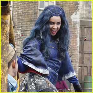Star Sofia Carson Wonders If Evie Has Any Siblings In 'Descendants'