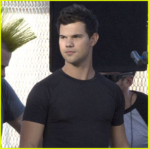 Taylor Lautner Reveals What He Would Cook on a Romantic Date!
