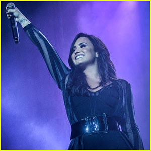 Demi Lovato Rocks Out At Z Festival 2016!