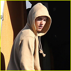 Justin Bieber Flies Out of Town With Mystery Lady!