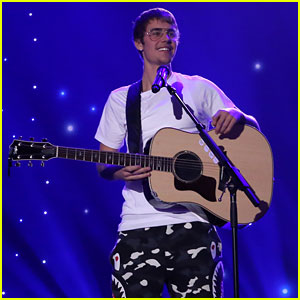 VIDEO: Justin Bieber Sounds Amazing in Acoustic 'Cold Water' Performance!