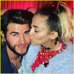 Miley Cyrus & Liam Hemsworth Are Such a Cute Christmas Couple!