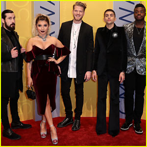 VIDEO: Pentatonix Perform Moving Cover of 'Hallelujah' During Their Christmas Special