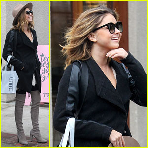 Sarah Hyland Shows Off Her Amazing Winter Style