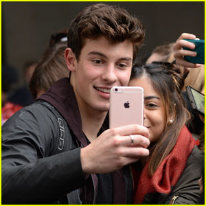 VIDEO: Shawn Mendes Covers Drake's 'Fake Love'