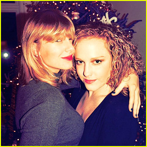 Taylor Swift Christmas.Taylor Swift Joins Bff Abigail Anderson To Celebrate