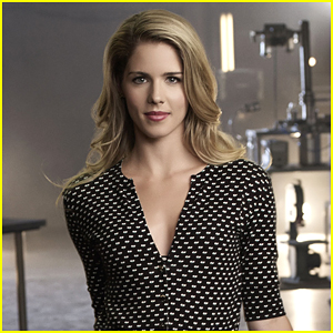'Arrow' Scoop: Dark Days Ahead for Emily Bett Rickards' Felicity Smoak