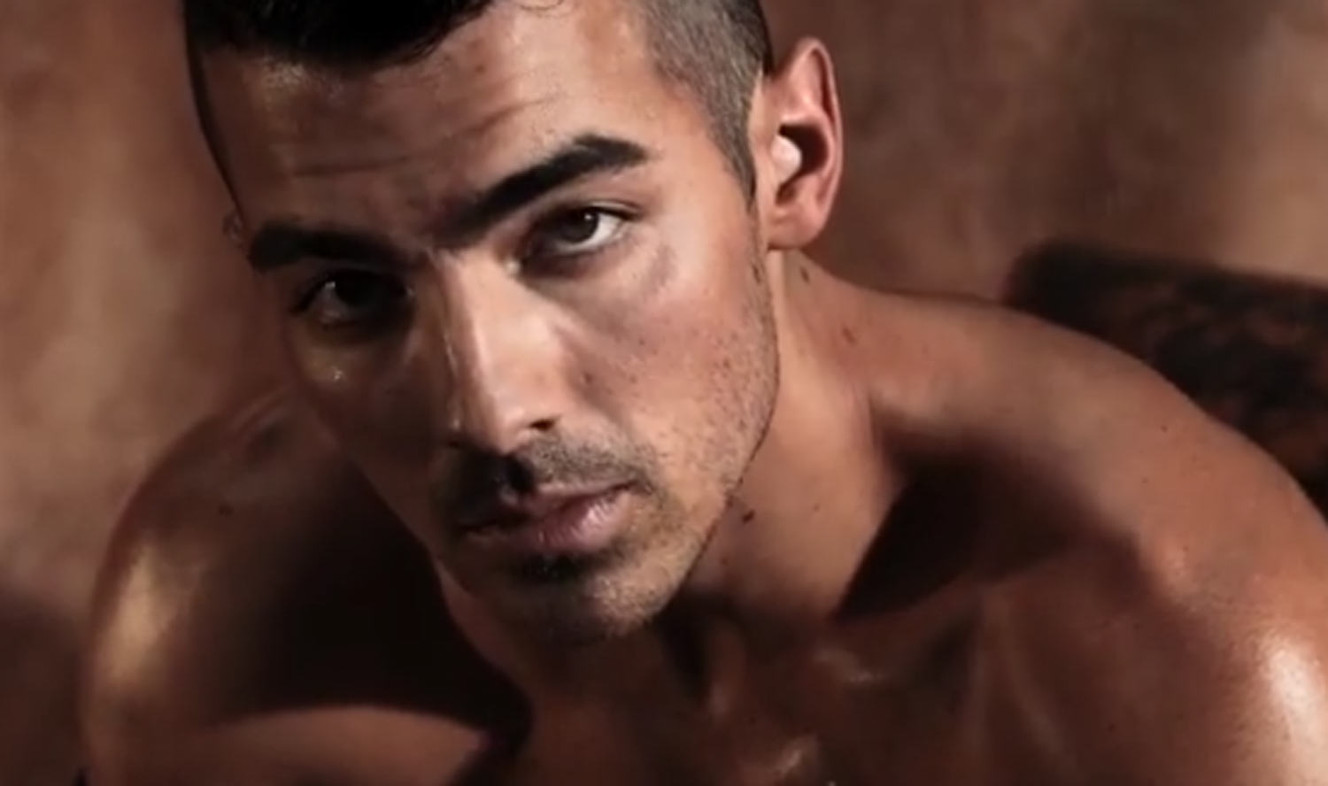 VIDEO: Joe Jonas Models Underwear in This Hot New Guess Ad ...