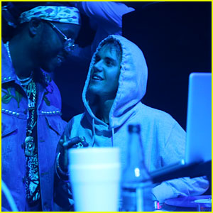 Justin Bieber Hangs Out in Miami with Famous Friends!