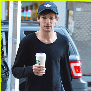 Louis Tomlinson Looks Hot in New Shirtless Selfie!