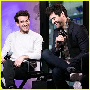 'Shadowhunters' Showrunner Darren Swimmer Previews Magnus & Alec's Relationship in New Season