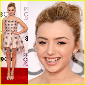 Peyton List Rocks an Adorable Mini Dress on the People's Choice Awards 2017 Red Carpet