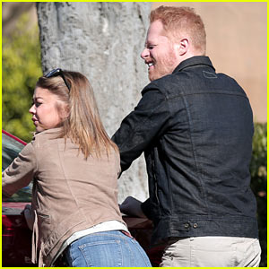 Sarah Hyland Has Crutches on the Set of 'Modern Family'
