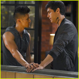 'Shadowhunters' Fans Are Really Excited About Season 2 & #Malec Tonight