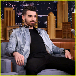 Joe Jonas Tries to Recreate His 'Guess' Underwear Photo Shoot