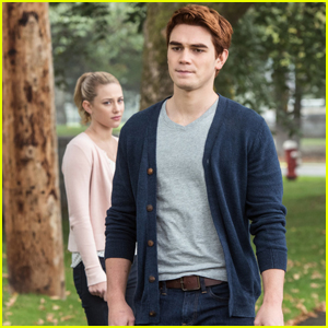 KJ Apa quiere Archie & Betty para estar juntos en 'Riverdale'