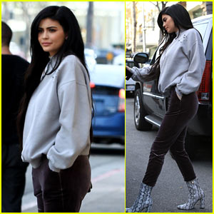 Kylie Jenner Shares Tons of Pics From Her Island Vacation!