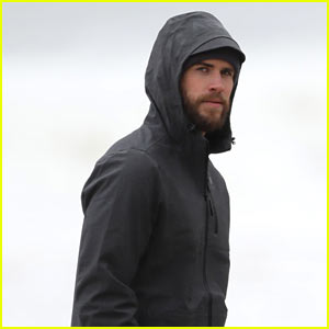 Liam Hemsworth Looks Hot While Taking Stroll on the Sand