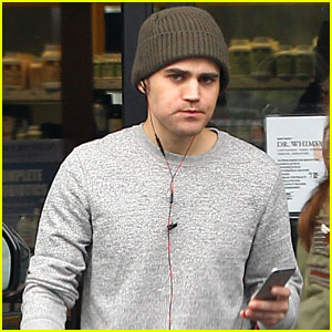 Paul Wesley Grabs Healthy Snack After Wrapping 'Vampire Diaries'