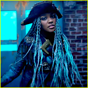 China Anne McClain Dishes On Sword Fighting For 'Descendants 2'