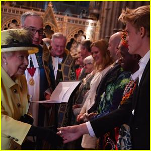 Cody Simpson Meets Queen Elizabeth II at XXI Commonwealth Games (Video)