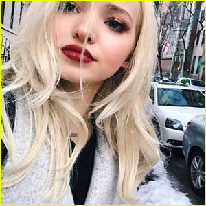 Dove Cameron's Makeup-Free Selfie With Fan is So Sweet -- Pic Inside