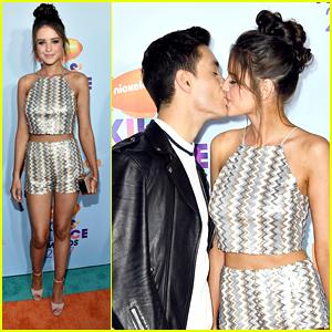 Gabriel & Jess Conte Kiss on KCAs Orange Carpet!