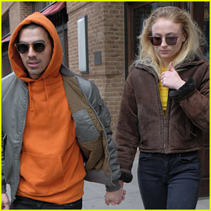 Joe Jonas & Girlfriend Sophie Turner Kick Off Their Weekend at an Art Show