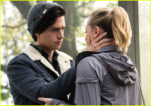 Fans React to Betty & Jughead's Kiss on 'Riverdale'