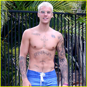 Justin Bieber Is Enjoying His Time Off in Australia with His Shirt Off!