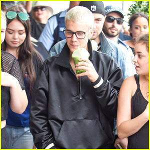 Justin Bieber Hangs Out with Fans in Australia!