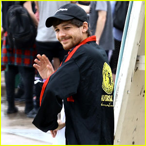 Louis Tomlinson Thanks Fans for Giving Him Confidence!