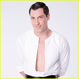 Maksim Chmerkovskiy Posts Selfie From Hospital After Calf Surgery