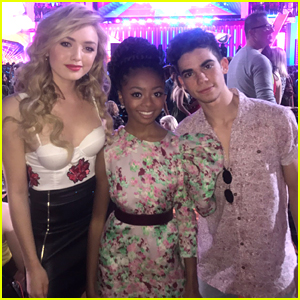Skai Jackson & Peyton List Had a 'Jessie' Reunion with Cameron Boyce at KCAs 2017