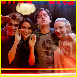 'Riverdale' Showrunner Dishes On Season 2 Storylines