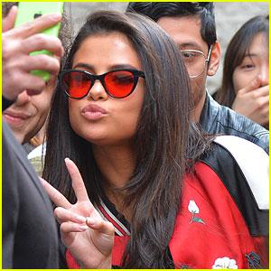 Selena Gomez Kisses Fan, Proves She is Sweetest