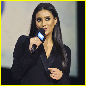Shay Mitchell Fangirls Over Grace VanderWaal; Gets Free Pizza at We Day Chicago 2017