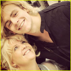 Ross Lynch's Mom Stormie is So Proud of Him & All of Her Lynch Babies!