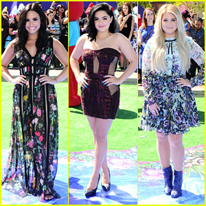 Ariel Winter & Demi Lovato Didn't Wear Blue For the 'Smurfs: The Lost Village' Premiere!