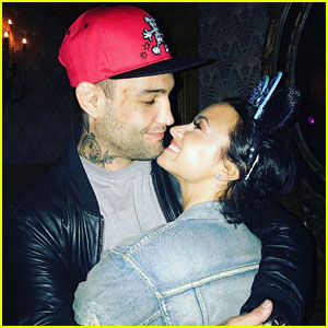 Demi Lovato & 'Bomba' Get Kissy on Snapchat & It's Adorable