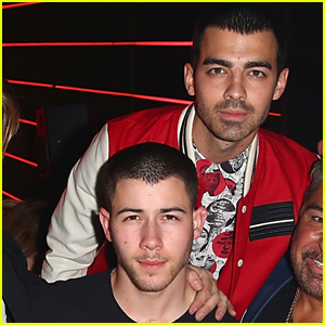 Nick Jonas Supports Joe at 'Flaunt' Magazine Celebration