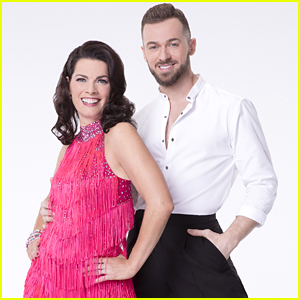 Artem Chigvintsev & Nancy Kerrigan Re-Create 'Enchanted's Big Central Park Number on DWTS' Disney Night