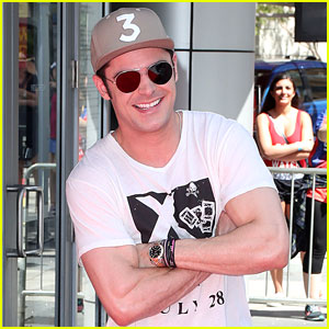 Zac Efron Joins 'Baywatch' Cast for a SlowMo Run!