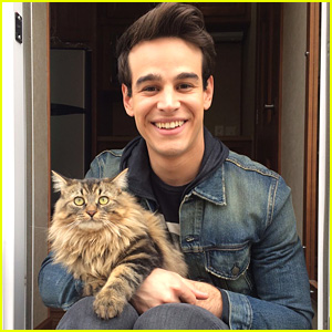 Shadowhunters' Alberto Rosende Gives Credit To The People Behind The Scenes Before Wrapping on Set