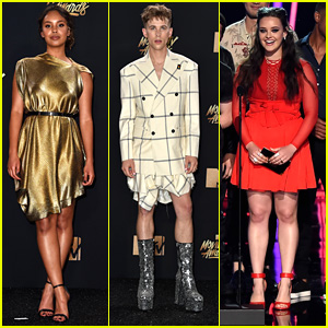13 Reasons Why's Alisha Boe Is A Golden Goddess at MTV Movie & TV Awards 2017