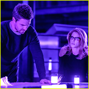 Oliver & Felicity's Entire Relationship Will Change on 'Arrow' Tonight