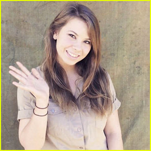 Bindi Irwin Lets A Tarantula Crawl Over Her & We're Cringing!
