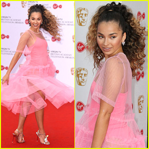 Singer Ella Eyre Has 'Pretty in Pink' Moment at BAFTA TV Awards