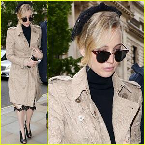 Jennifer Lawrence Stops By Buckingham Palace for a Visit!
